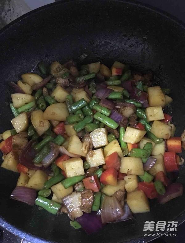 土豆豆角五花肉焖饭(五彩焖饭)的简单做法