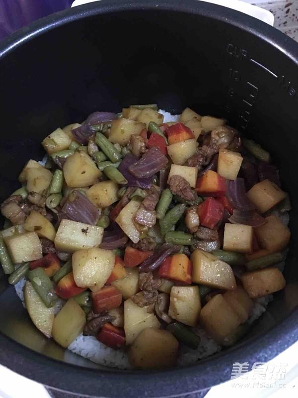 土豆豆角五花肉焖饭(五彩焖饭)怎么吃