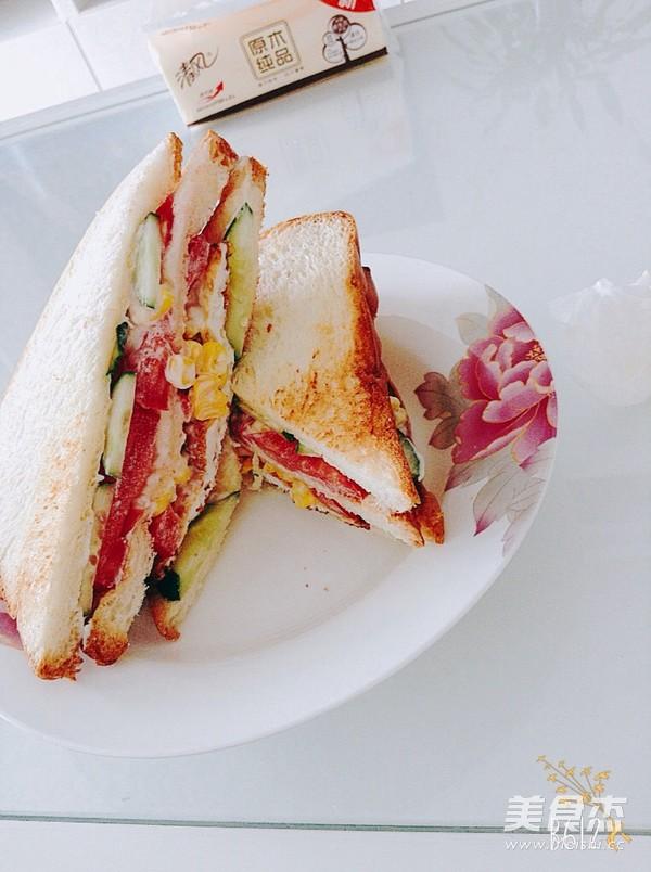香脆玉米三明治成品图