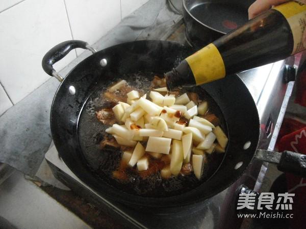 排骨炖土豆怎样煮