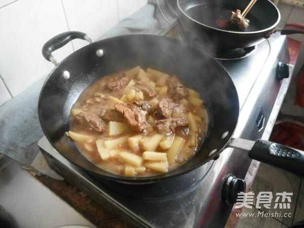 排骨炖土豆的制作