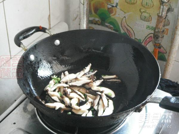 小白菜香菇汤面的简单做法