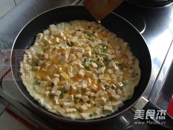 香葱豆腐煎蛋怎么煮