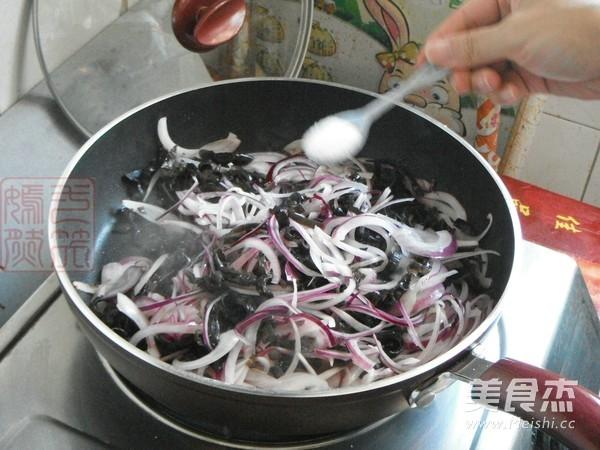 紫皮洋葱炒黑木耳怎么炒