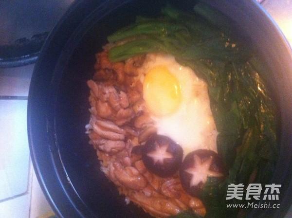 香菇滑鸡煲仔饭的制作