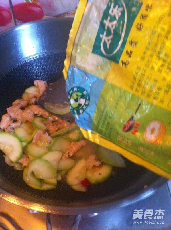 西葫芦炒虾仁肉片怎样炒