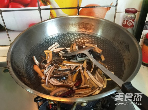 韭菜炒鳝丝的简单做法
