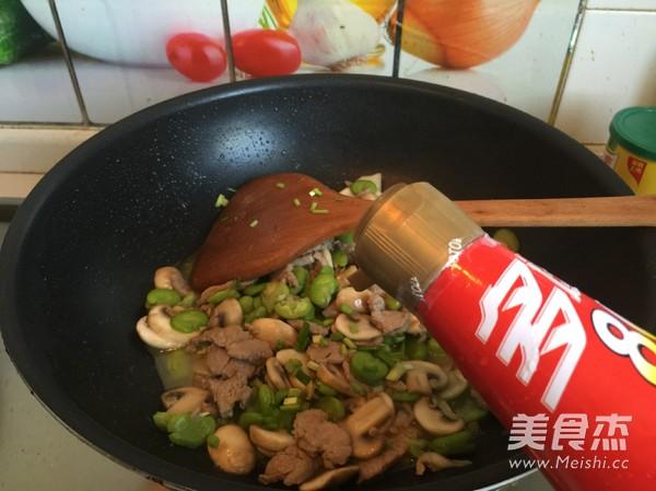 蘑菇豆瓣炒肉片怎样做