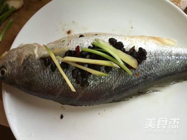 豆豉蒸黄鱼的家常做法