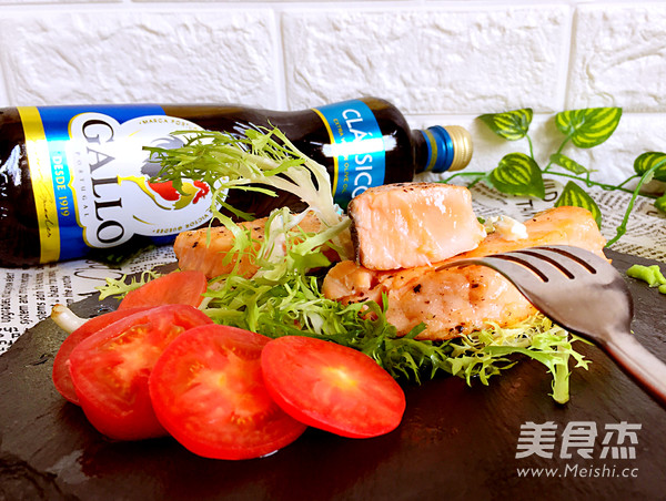 香煎三文鱼成品图