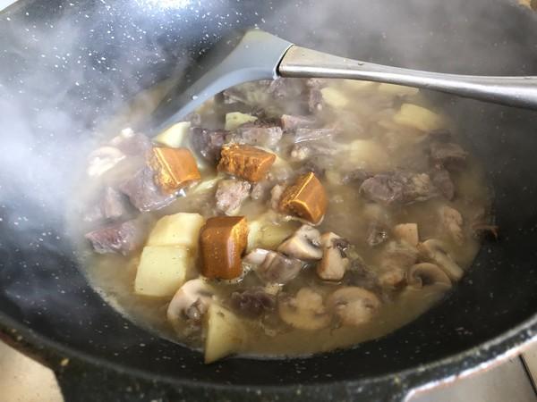 咖喱土豆炖牛肉怎么煸