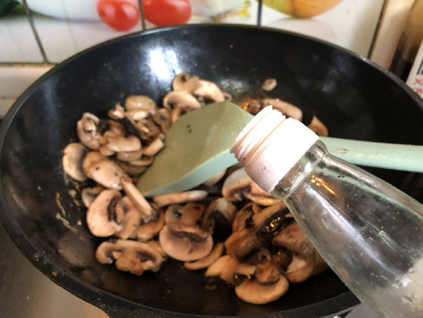 蘑菇炒虾仁怎么炒