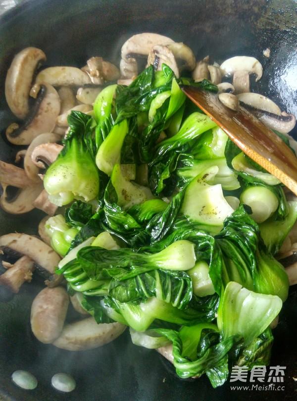 蘑菇炒青菜怎么炒