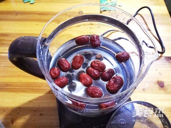 桂圆红枣炖年糕的简单做法