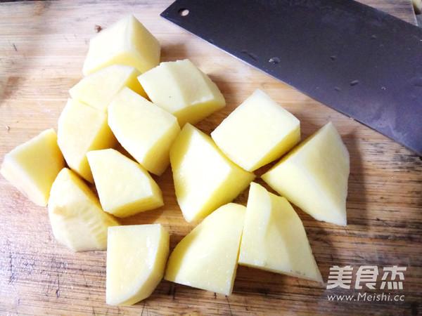 土豆炖牛小排的简单做法