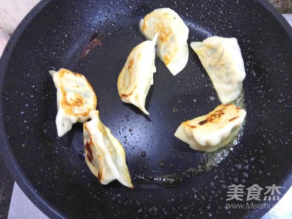 青菜鲜肉煎饺怎样煸