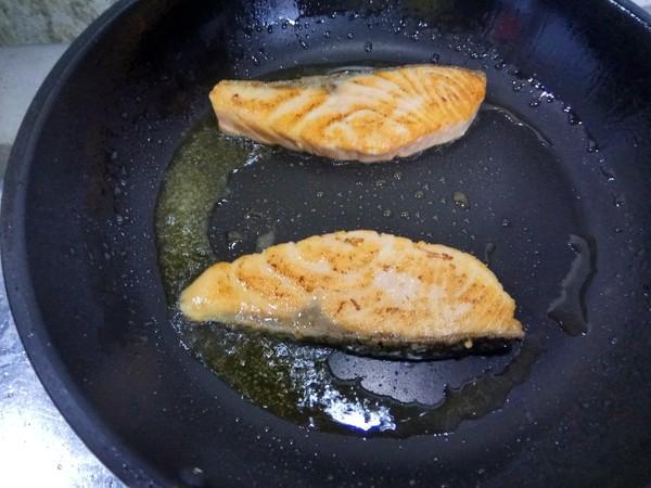 焙煎芝麻三文鱼丘比沙拉汁的步骤