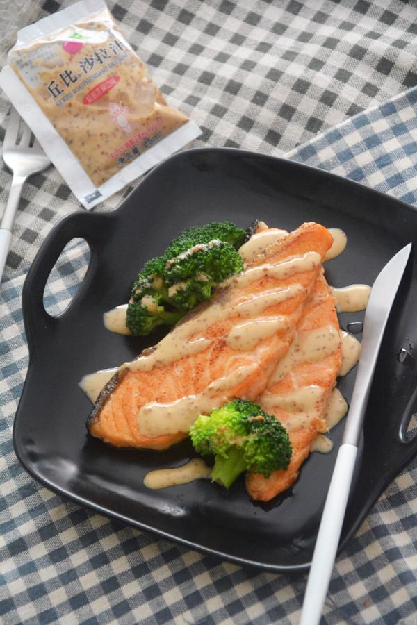 焙煎芝麻三文鱼丘比沙拉汁成品图