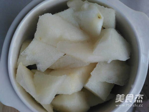 枇杷叶冰糖炖梨的家常做法