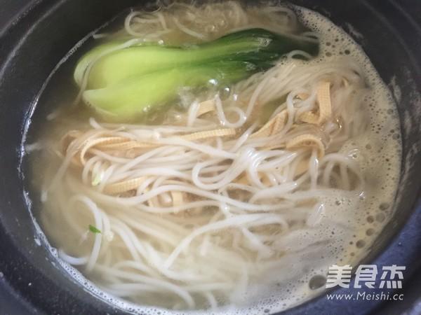 香菇鸡丁小锅米线怎样炒