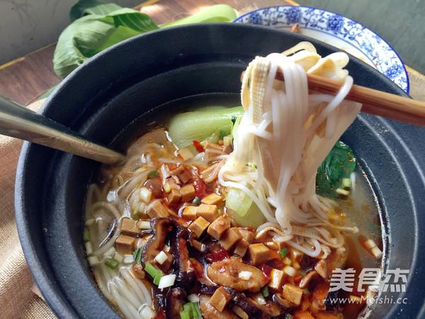 香菇鸡丁小锅米线怎样煮