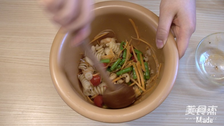 夏日简餐~泰式 沙拉意面(视频菜谱)的步骤