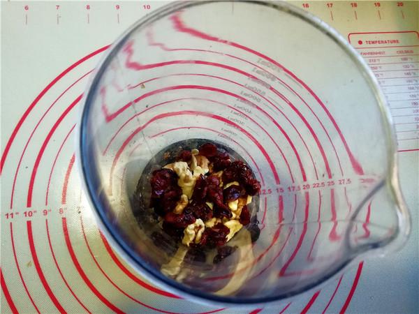 香浓的核桃蔓越莓牛奶的步骤