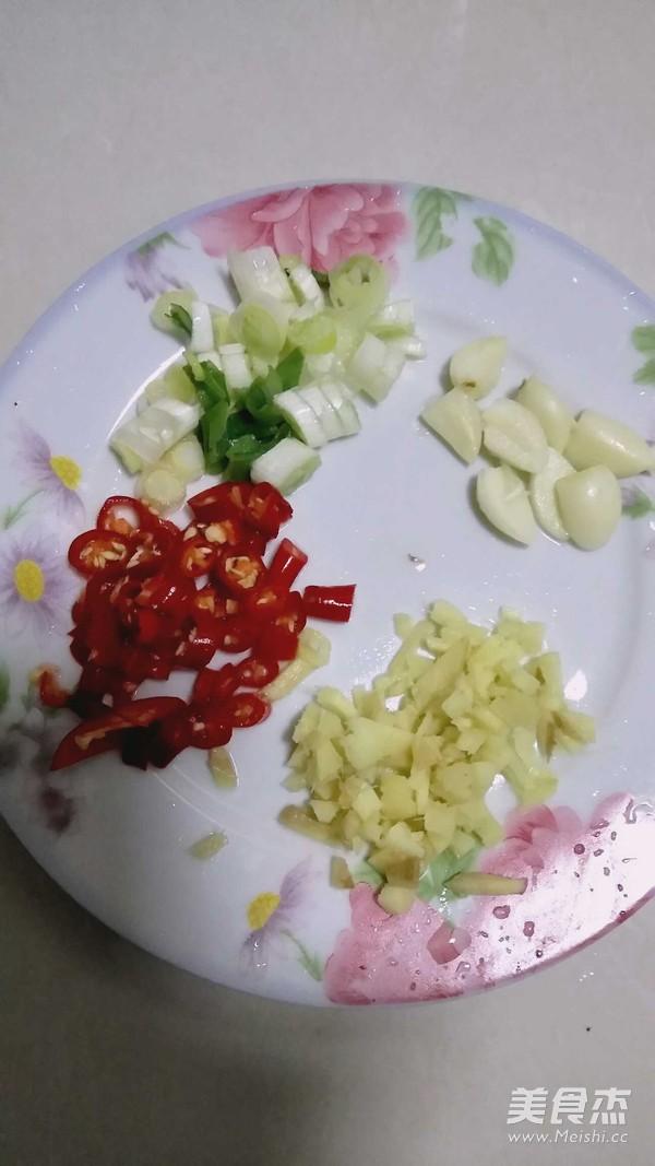 土豆丁盖浇饭的家常做法