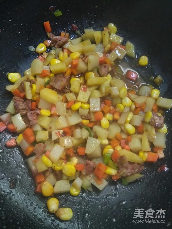 腊肠锅巴饭怎样做