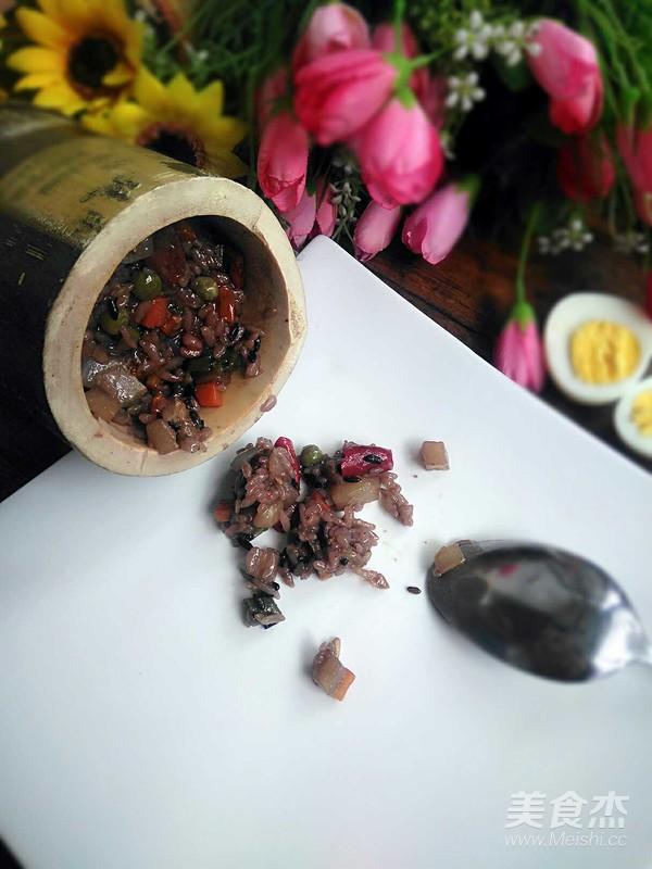 杂粮竹筒饭的制作