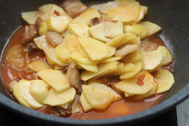 五花肉焖土豆怎么吃
