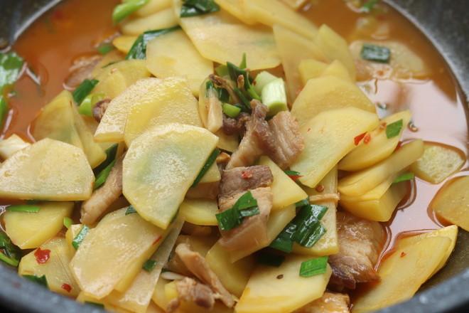 五花肉焖土豆怎么做