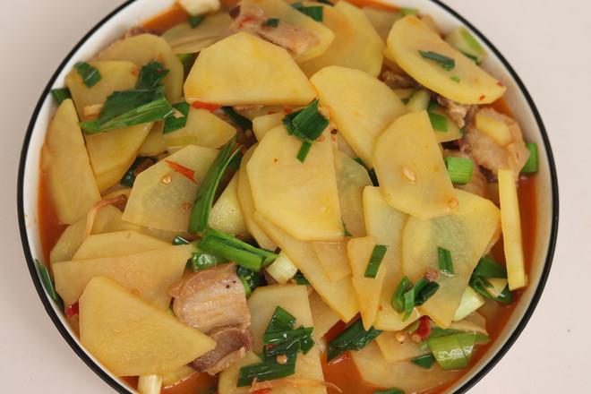 五花肉焖土豆怎么炒