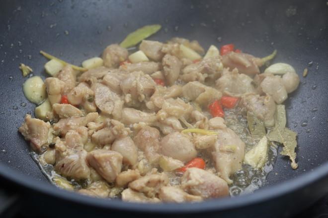 鸡腿肉炒香菇怎么炒