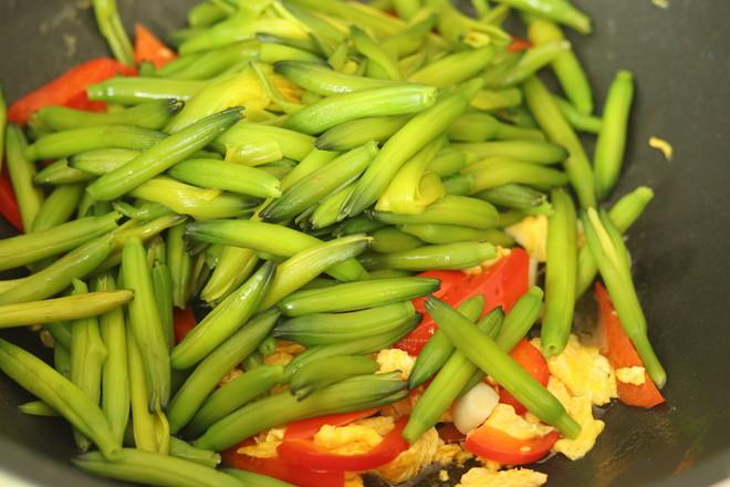 黄花菜炒鸡蛋怎么吃