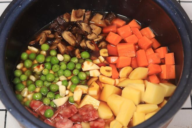 土豆香肠焖饭怎么吃