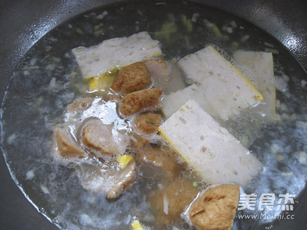 金针菇鱼糕清汤怎么煮