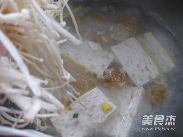 金针菇鱼糕清汤怎么炖