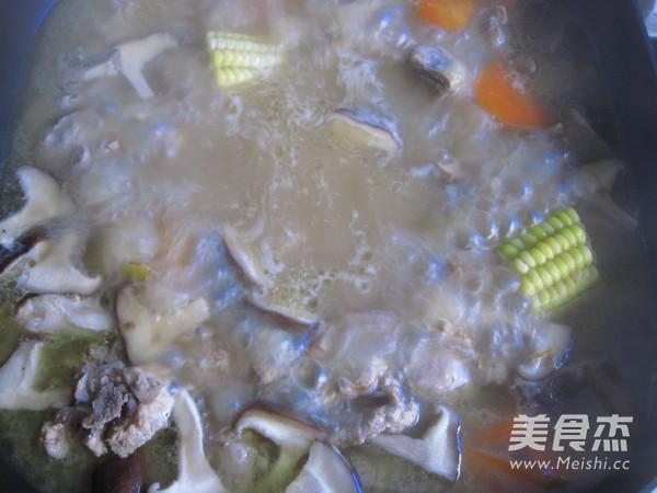 排骨饺子火锅的制作