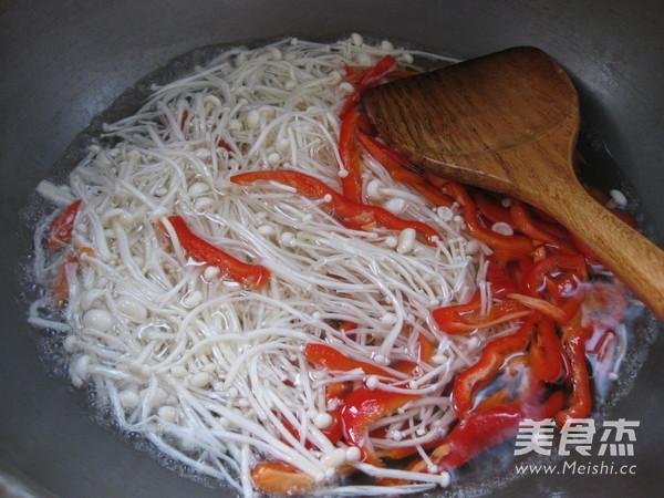 凉拌金针菇怎么吃