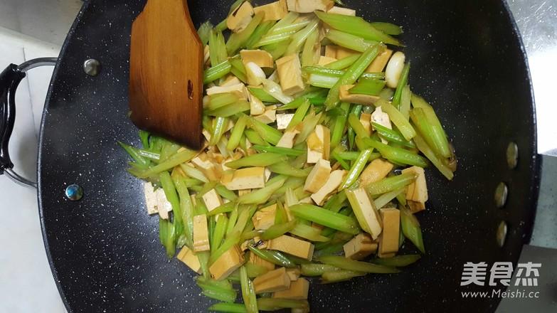芹菜炒豆腐干怎么吃