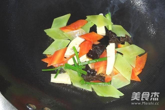 烧松茸蛋饺的简单做法
