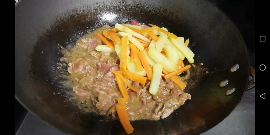 土豆胡萝卜炒牛肉怎样煸