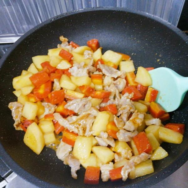 水果胡萝卜土豆炒肉怎么做