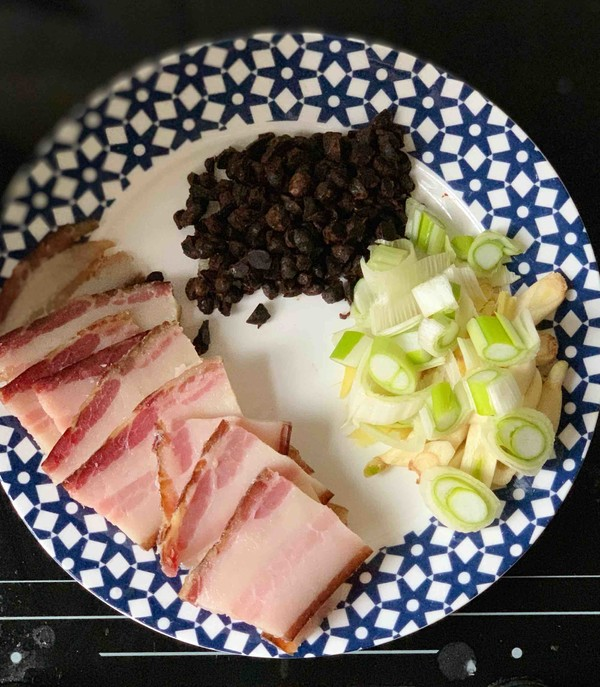 干锅腊肉炒菜花的做法图解