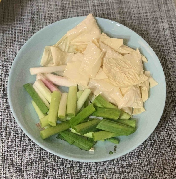 干锅腊肉炒菜花的简单做法