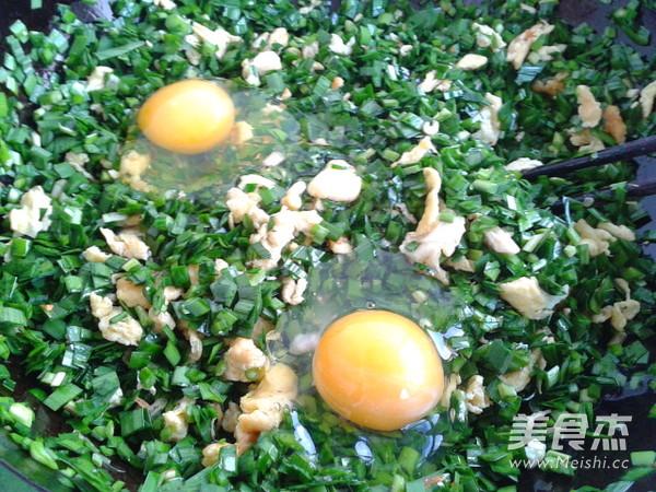 韭菜鸡蛋锅贴怎么吃