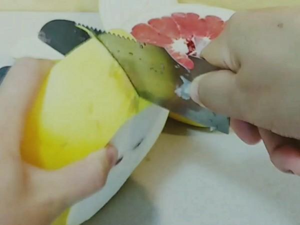柚子这样剥,可以吃好几个!的做法图解