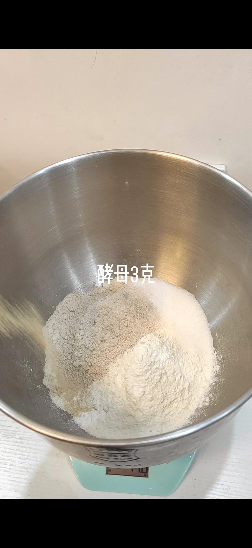 红枣薏米吐司的做法大全