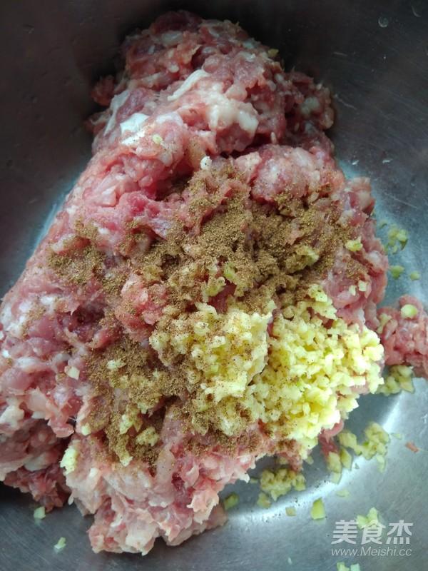 猪肉馅饺子的简单做法